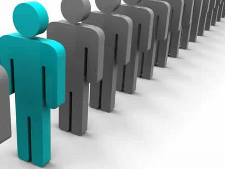 Πως ορίζονται οι υπάλληλοι της συνιδιοκτησίας και ποια διαδικασία είναι υπεύθυνη για την πρόσληψη τους;