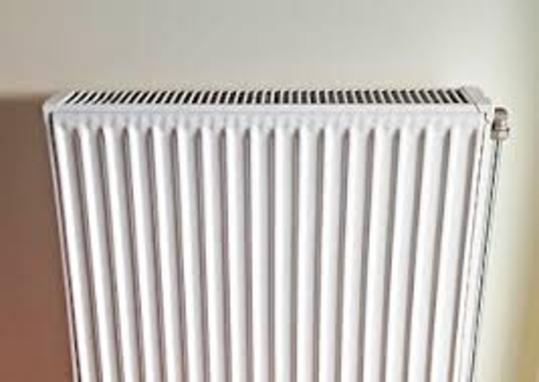 Η οικοδομή μας έχει κεντρική θέρμανση με ατομικούς ωρομετρητές ή θερμιδομετρητές σε κάθε διαμέρισμα. Εάν ένα διαμέρισμα είναι κενό ή δεν ανάβει καθόλου τη θέρμανση, σημαίνει ότι δεν επιβαρύνεται καθόλου στο ποσό του πετρελαίου;